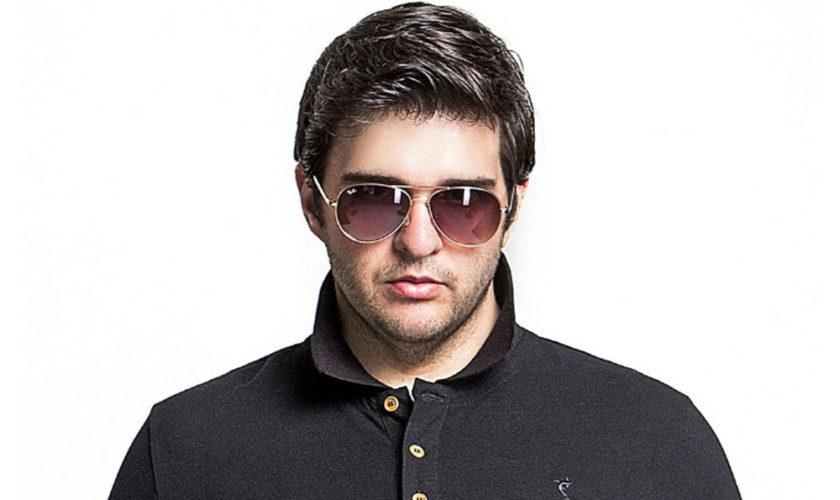 mand-med-briller